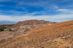 阿塔卡马沙漠干旱的山风景 库存图片