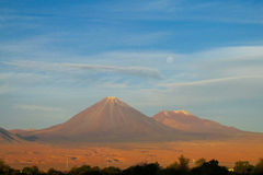 阿塔卡马沙漠干旱的火山 免版税库存图片