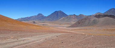 阿塔卡马沙漠,智利玻利维亚的边界 免版税库存照片