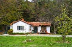 阿塔图尔克树木园是一个服务房子在树木繁茂区 免版税库存照片