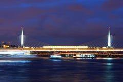 阿塔图尔克桥梁和金黄垫铁在伊斯坦布尔,土耳其 库存照片