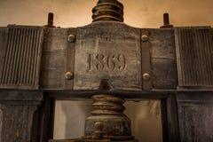 阿夏诺,托斯卡纳,意大利-被找出的古老石磨房1870  免版税库存照片