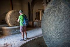 阿夏诺,托斯卡纳,意大利-被找出的古老石磨房1870  免版税库存图片