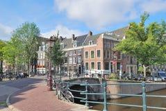 阿姆斯特丹。横跨运河的桥梁 免版税图库摄影