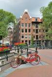 阿姆斯特丹。 在运河Brouwersgracht的桥梁 免版税库存图片