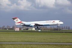 阿姆斯特丹史基浦机场-奥地利航空福克战斗机100土地 库存照片