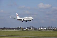 阿姆斯特丹史基浦机场-摩洛哥皇家航空公司波音737土地 免版税库存图片
