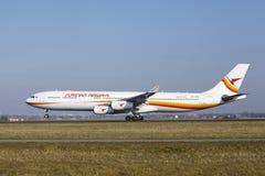 阿姆斯特丹史基浦机场-苏里南航空公司空中客车A340离开 免版税库存照片