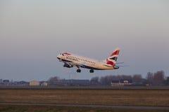 阿姆斯特丹史基浦机场-英国航空公司巴西航空工业公司170离开 库存照片