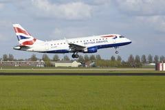 阿姆斯特丹史基浦机场-巴西航空工业公司英国航空公司CityFlyer土地ERJ-170  免版税库存照片