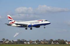 阿姆斯特丹史基浦机场-巴西航空工业公司英国航空公司CityFlyer土地ERJ-170  库存图片