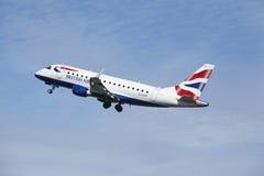 阿姆斯特丹史基浦机场-巴西航空工业公司英国航空公司ERJ-170离开 免版税图库摄影