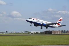 阿姆斯特丹史基浦机场-巴西航空工业公司英国航空公司ERJ-170离开 免版税库存照片