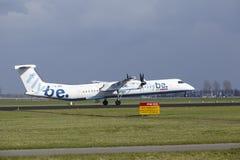 阿姆斯特丹史基浦机场- Flybe投炸弹者破折号8土地 库存图片