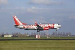 阿姆斯特丹史基浦机场- Jet2波音737土地 图库摄影
