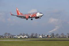 阿姆斯特丹史基浦机场- Jet2波音737土地 库存照片