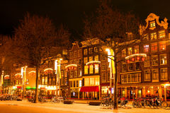 阿姆斯特丹在圣诞节时间的晚上在荷兰 免版税库存照片