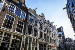阿姆斯特丹在太阳集合时间的市中心著名大厦和地方  一般风景视图 免版税库存图片