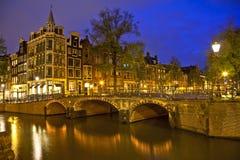 阿姆斯特丹在晚上 库存照片