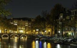 阿姆斯特丹在晚上 免版税库存照片