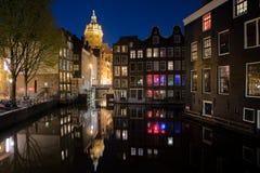 阿姆斯特丹地平线在历史区域在晚上,阿姆斯特丹,下面 库存图片