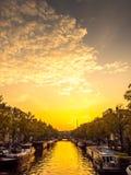 阿姆斯特丹城市场面在晚上 库存照片
