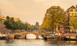阿姆斯特丹城市场面在晚上 免版税库存照片