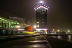 阿姆斯特丹城市视域在晚上 城市风景全视图  免版税库存图片