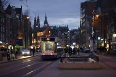 阿姆斯特丹市中心在晚上 库存图片