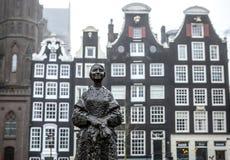 阿姆斯特丹市中心特写镜头著名雕塑  城市纪念碑&艺术一般风景视图反对 免版税库存照片