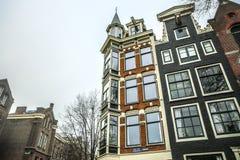 阿姆斯特丹市中心著名大厦和地方多云天 免版税库存照片
