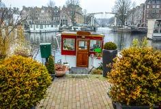 阿姆斯特丹市中心著名大厦和地方多云天 图库摄影