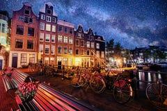 阿姆斯特丹市美好的镇静夜视图  图库摄影