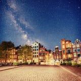 阿姆斯特丹市美好的镇静夜视图  库存图片