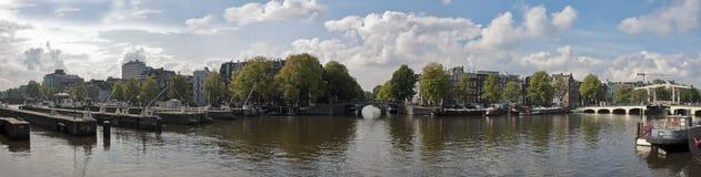 阿姆斯特丹桥梁thiny水闸的荷兰 免版税库存图片