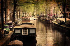 阿姆斯特丹浪漫小船的运河 库存照片