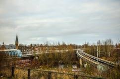 阿姆斯特丹的地铁车站有被打开的平台特写镜头建筑元素的 库存图片