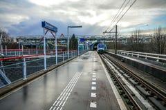 阿姆斯特丹的地铁车站有被打开的平台特写镜头建筑元素的 免版税库存照片