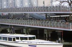 阿姆斯特丹自行车批次停车 图库摄影
