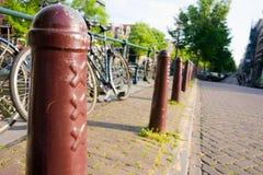 阿姆斯特丹自行车柱子街道xxx 免版税库存图片