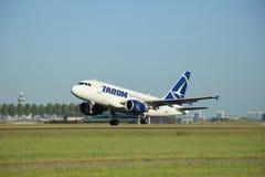 阿姆斯特丹荷兰- 2016年6月9日, :YR-ASA TAROM空中客车 免版税库存照片