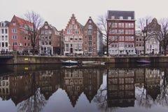 阿姆斯特丹街道作为镜子 免版税库存图片