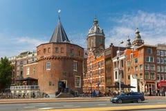 阿姆斯特丹街道和哭泣者的塔,荷兰, Nethe城市视图  免版税库存照片