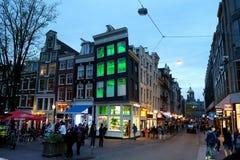 阿姆斯特丹街道在晚上 免版税图库摄影
