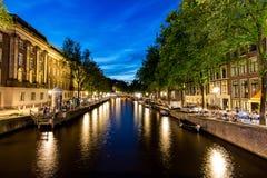 阿姆斯特丹运河在繁星之夜1里 免版税库存照片