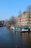 阿姆斯特丹运河居住船 图库摄影