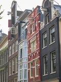 阿姆斯特丹运河房子用不同的样式 免版税库存照片