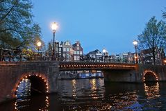 阿姆斯特丹运河晚上 免版税图库摄影