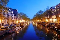 阿姆斯特丹运河晚上 库存图片