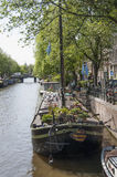 阿姆斯特丹运河的居住船博物馆  库存图片